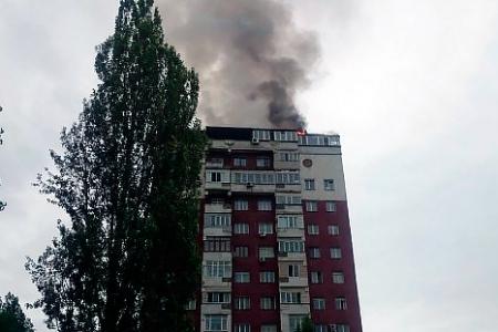 Новости: В Алматы горит крыша высотки