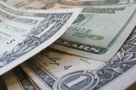 Новости: Состоятельные казахстанцы не готовы расстаться с долларовыми депозитами