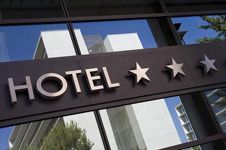 Статьи: Звёзды в отеле. О чём они говорят?