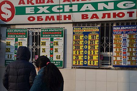 Новости: Финансисты требуют провести одномоментную девальвацию