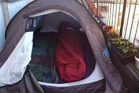 Новости: ВБерлине за260 евро выставили варенду палатку набалконе