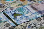 Новости: Аналитики: кконцу года тенге может ослабнуть до335задоллар