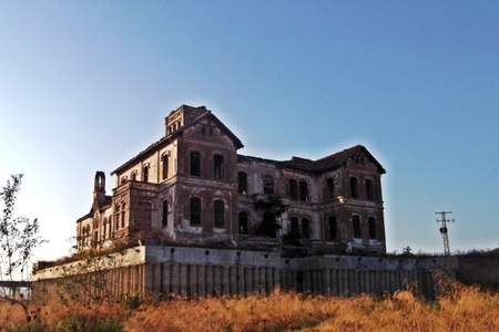 Новости: В Испании продают особняк с привидениями