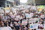 Новости: Многотысячные митинги против сноса пятиэтажек прошли вМоскве