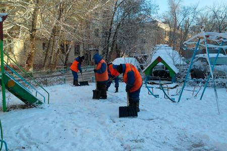 Новости: Как КСК должны убирать снег исосульки водворах Алматы
