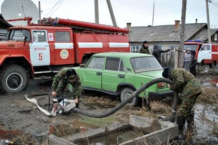 Новости: Вода повредила сотни домов в Карагандинской области