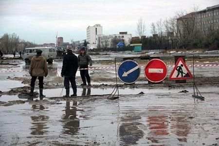 Новости: В Костанае шесть машин провалились в «коммунальную дыру»