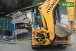 Новости: В Алматы противники сноса пытаются остановить бульдозер