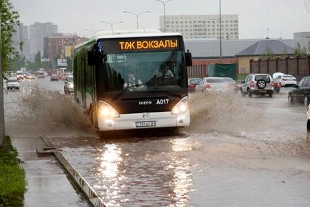 Новости: В выходные Астану залило, а Алматы чуть не сдуло