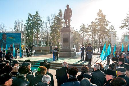 Новости: В Талдыкоргане появился памятник НурсултануНазарбаеву
