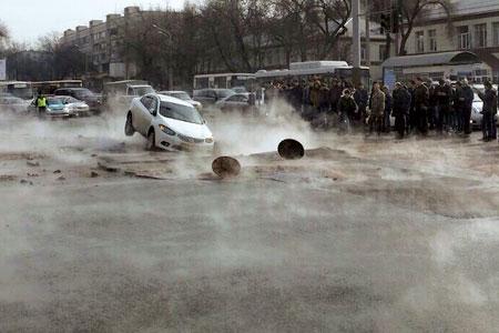 Новости: Проспект Райымбека снова в кипятке (фото)