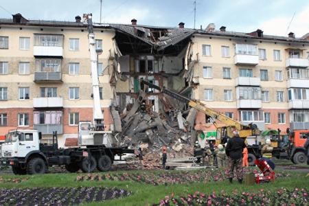 Новости: Подъезд жилого дома рухнул из-за ремонта на первом этаже