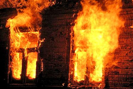 Новости: Школьница вынесла ребёнка из огня