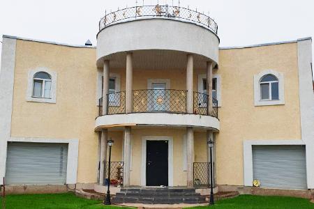 Новости: В Нур-Султане выставили на продажу дом с Эйфелевой башней