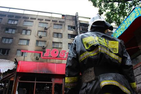 Новости: При пожаре в Алматы сильно пострадало 7 квартир