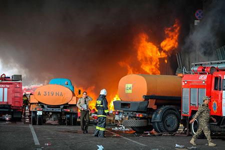 Новости: В Алматы горел склад с макулатурой