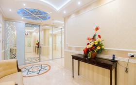 5-комнатная квартира, 275 м², 16/20 этаж, Кошкарбаева за 89.9 млн 〒 в Нур-Султане (Астана)