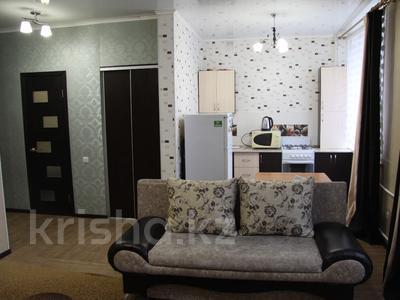 1-комнатная квартира, 39 м², 1/4 эт. посуточно, Конституции 16 — Мира за 5 000 ₸ в Петропавловске — фото 2