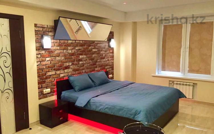 1-комнатная квартира, 30 м², 1/5 этаж посуточно, Есет батыра 97 за 3 000 〒 в Актобе