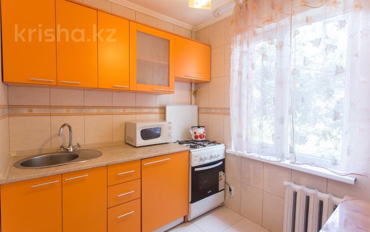 1-комнатная квартира, 32 м², 2/5 этаж посуточно, мкр Казахфильм, Исиналиева 35 — Аль-Фараби за 8 000 〒 в Алматы, Бостандыкский р-н