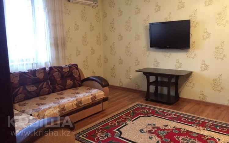 1-комнатная квартира, 50 м², 5/9 эт. посуточно, Молдагуловой 13 за 7 000 ₸ в Актобе