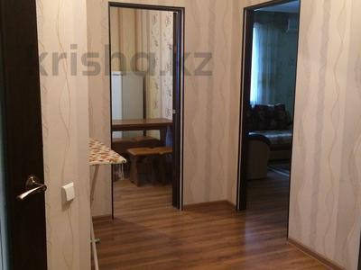 1-комнатная квартира, 50 м², 5/9 этаж посуточно, Молдагуловой 13 за 7 000 〒 в Актобе — фото 3