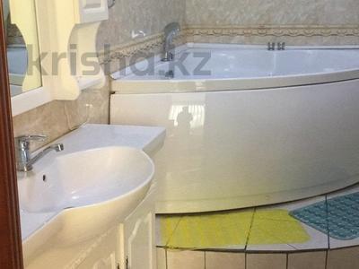3-комнатная квартира, 120 м² посуточно, Аль-Фараби 7 — Козыбаева за 25 000 〒 в Алматы, Бостандыкский р-н — фото 9