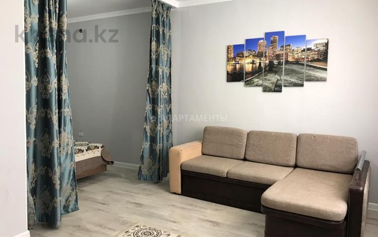 1-комнатная квартира, 40 м², 3/5 этаж посуточно, Ораза Татеулы 5А за 7 000 〒 в Актобе, мкр. Батыс-2