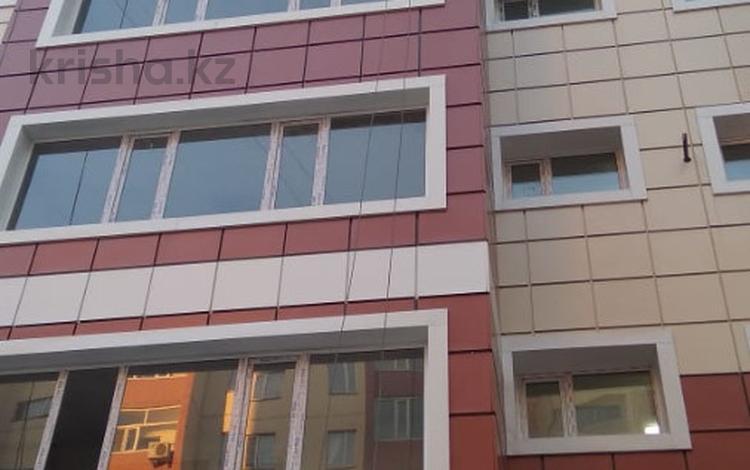 3-комнатная квартира, 79 м², 3/9 эт., Ермекова 106а за 15.8 млн ₸ в Караганде, Казыбек би р-н