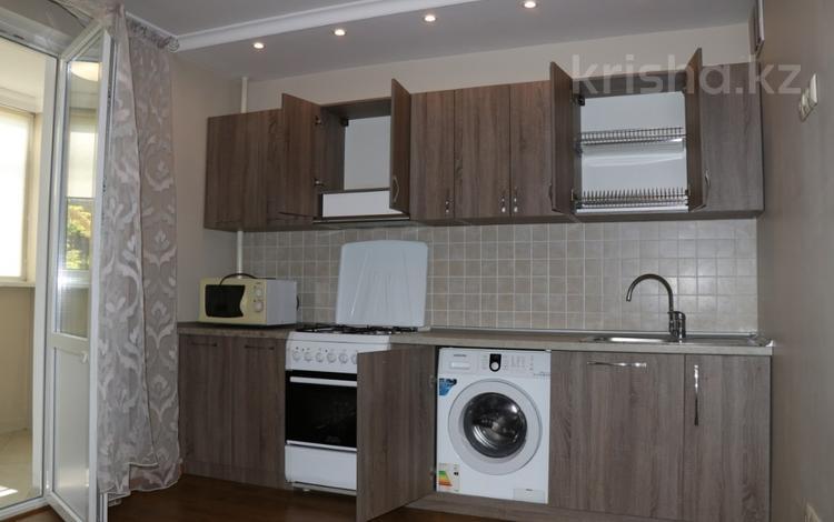 1-комнатная квартира, 53 м², 4/9 этаж, мкр Аксай-4 — Жубанова за 21.5 млн 〒 в Алматы, Ауэзовский р-н
