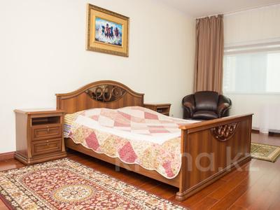 1-комнатная квартира, 35 м², 34/42 этаж посуточно, Достык 5/1 — Сауран за 10 000 〒 в Нур-Султане (Астана), Есильский р-н — фото 2