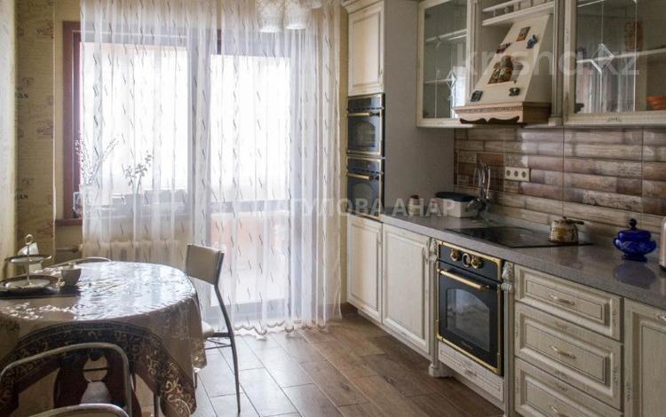 4-комнатная квартира, 112 м², 6/9 этаж, Микрорайон Самал 10 за 42 млн 〒 в Нур-Султане (Астана), р-н Байконур