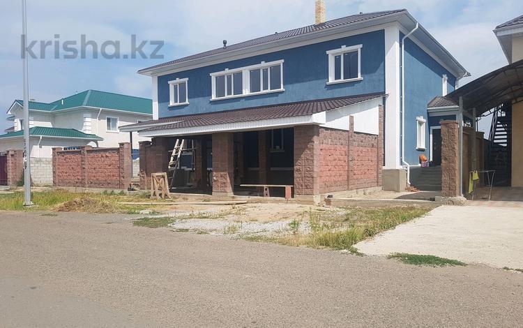 9-комнатный дом, 400 м², 10 сот., Улугбека за 38 млн 〒 в Нур-Султане (Астана), Есильский р-н