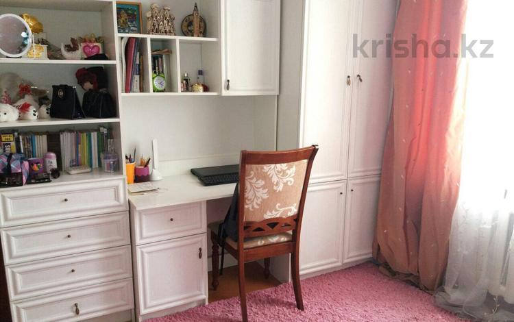 4-комнатная квартира, 80 м², 4/5 этаж, Айтеке би 2 — Дамдес за 15.7 млн 〒 в Таразе