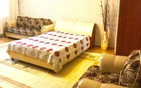 2-комнатная квартира, 54 м², 1/5 этаж посуточно, Бухар жырау 79 — Ермекова за 8 000 〒 в Караганде, Казыбек би р-н