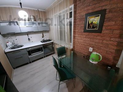 1-комнатная квартира, 32 м², 1 этаж посуточно, Абдирова 50/2 — Назарбаева за 6 000 〒 в Караганде, Казыбек би р-н — фото 3