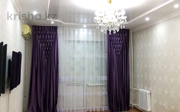 2-комнатная квартира, 65 м², 9/9 этаж посуточно, Мкр. Алмагуль 8 за 9 000 〒 в Атырауской обл.