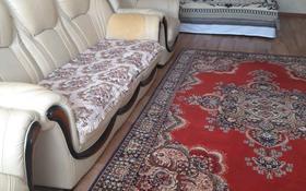 1-комнатная квартира, 50 м², 4/7 этаж посуточно, Молдагулова 13 — Ибатова за 7 000 〒 в Актобе, мкр 5