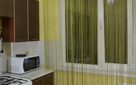 3-комнатная квартира, 56 м², 4/5 этаж посуточно, Мухита 95/1 за 10 000 〒 в Уральске