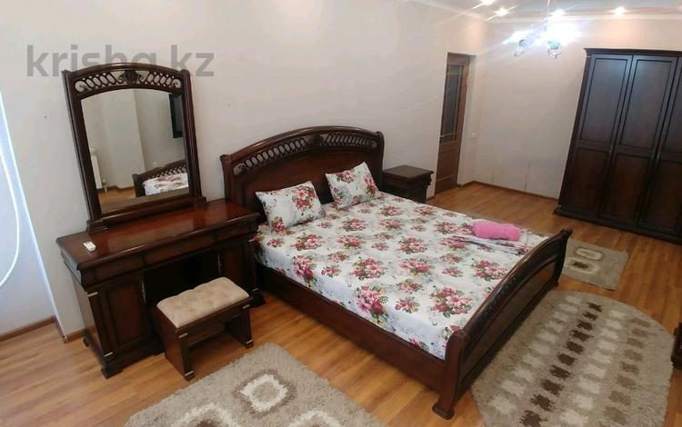 2-комнатная квартира, 80 м², 3/11 этаж посуточно, 11-й мкр 60 за 10 000 〒 в Актау, 11-й мкр