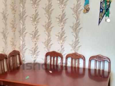 3-комнатная квартира, 64 м², 6/9 эт., ул. Мамраева 41 за 12 млн ₸ в Караганде, Октябрьский р-н — фото 17