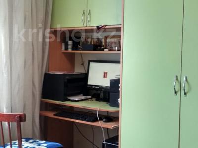 3-комнатная квартира, 64 м², 6/9 эт., ул. Мамраева 41 за 12 млн ₸ в Караганде, Октябрьский р-н — фото 5