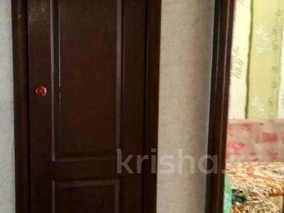 3-комнатная квартира, 64 м², 6/9 эт., ул. Мамраева 41 за 12 млн ₸ в Караганде, Октябрьский р-н — фото 9