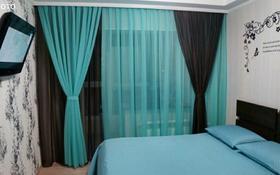 3-комнатная квартира, 85 м², 1 этаж посуточно, Молдагуловой за 15 000 〒 в Уральске
