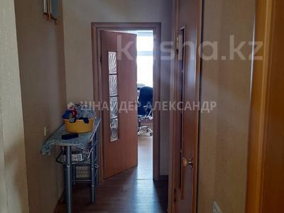 4-комнатная квартира, 80 м², 8/9 этаж, Микрорайон Степной-2 12 за 20 млн 〒 в Караганде, Казыбек би р-н — фото 4