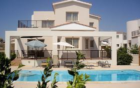 4-комнатный дом, 220 м², 5 сот., Корал Бей за 235 млн 〒 в Пафосе