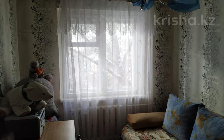 3-комнатная квартира, 49 м², 3/5 этаж, Республики 34 за 12.5 млн 〒 в Караганде, Казыбек би р-н