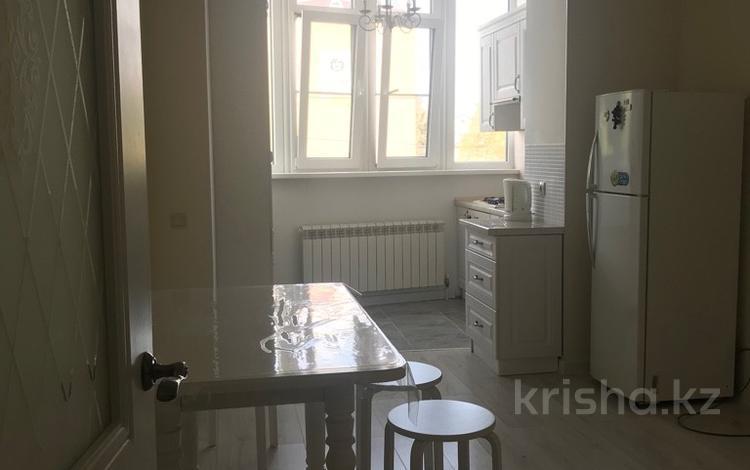 1-комнатная квартира, 50 м², 1/10 этаж посуточно, Газиза Жубановой — Санкибай за 6 000 〒 в Актобе, мкр. Батыс-2