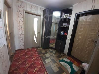 3-комнатная квартира, 62 м², 1/5 этаж, 19-й микрорайон 44 за ~ 10.6 млн 〒 в Караганде, Октябрьский р-н — фото 2