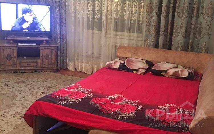 1-комнатная квартира, 66 м² посуточно, Абая 36 за 5 000 〒 в